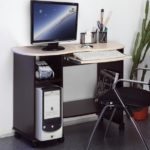 Маленький компьютерный стол